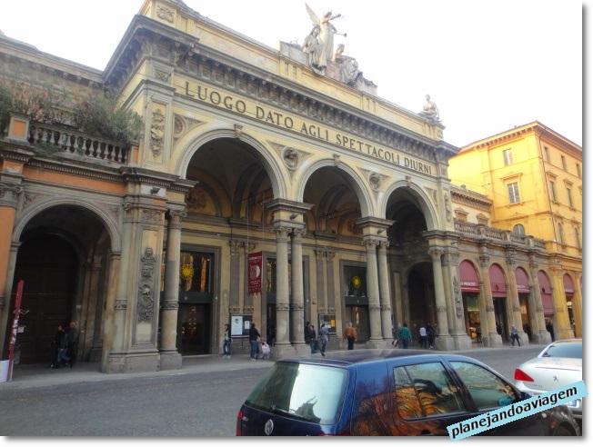 Bolonha - Teatro - na Via dell'Indipendenza