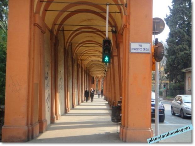 Início caminho porticado até a A Basílica Madonna di San Lucca