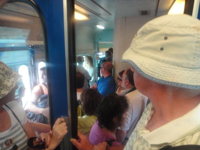 """A """"lotação"""" do Trem:.Muitos, mas muitos turistas! Poucos, quase nenhum Brasileiro!"""