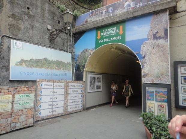 Manarola - Tunel de acesso a estação ferroviária