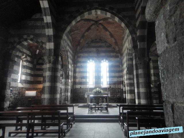 Igreja San Pietro ao fundo - interior