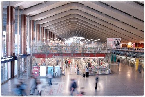 BorriBooks em Frente aos quiosques TrenItalia no Atrio (foto:borribooks.com)