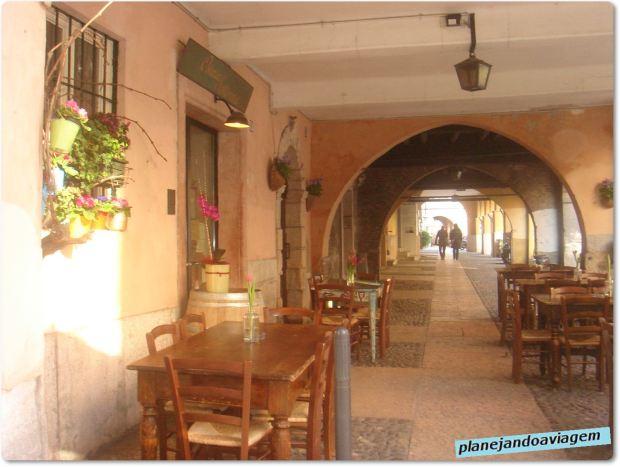 Restaurante de esquina em Verona