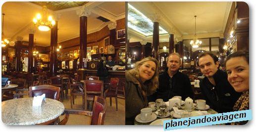 O Cafe Tortoni e a gente no Café Tortoni - começo de viagem...