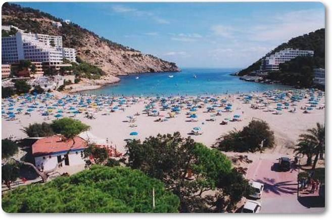 Praia Cala Llonga (fonte: soloibiza.com)