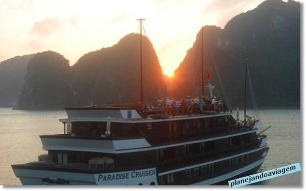 Pôr do Sol no Cruzeiro Paradise Cruise em Halong Bay