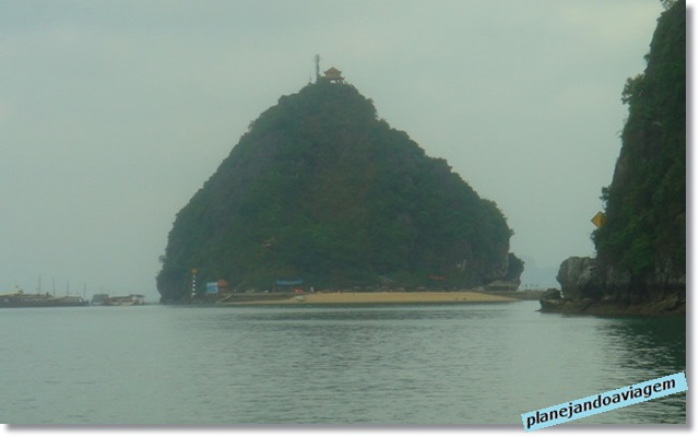 Ilha Tiptop no Paradise Cruise em Halong Bay