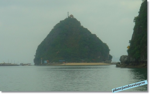 Ilha Tiptop no Paradise Cruise em Halong Bay