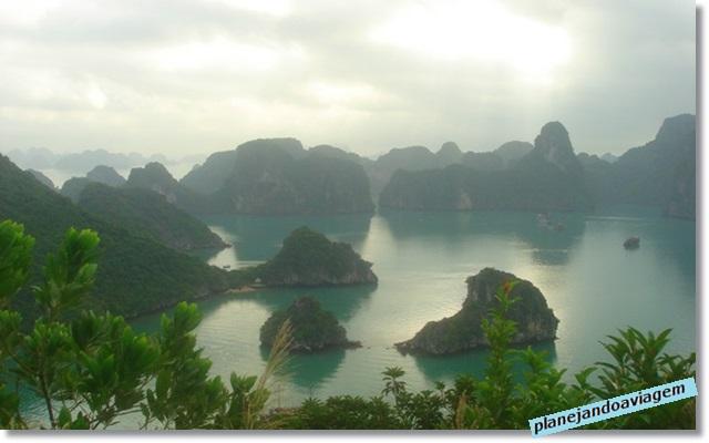 Vista da Ilha Titop no Paradise Cruise em Halong Bay