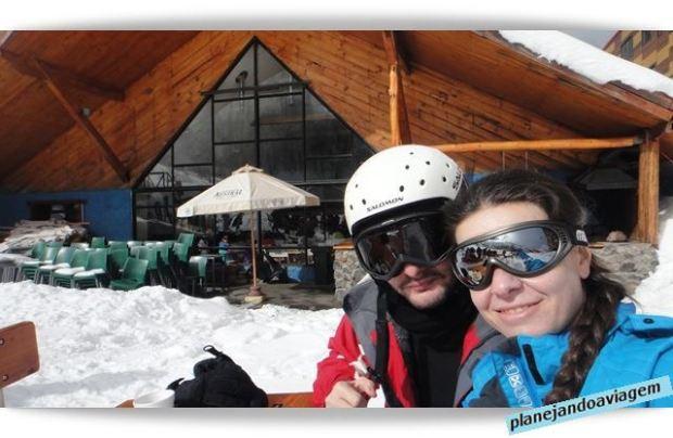 A gente em frente ao restaurante em Nevados de Chillan - Chile