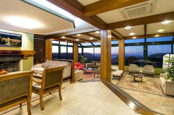 Vista do Vale do Quilombo no saguão do hotel Laghetto Toscana