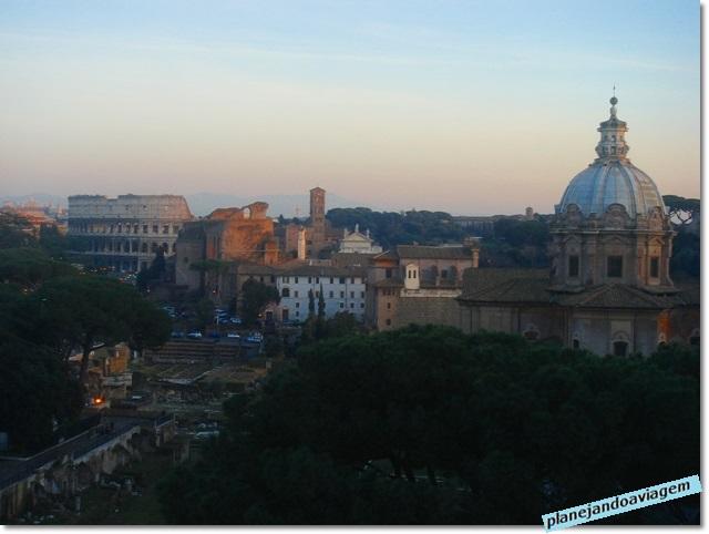 Monumento Vittorio Emanuelle II - vista Coliseu