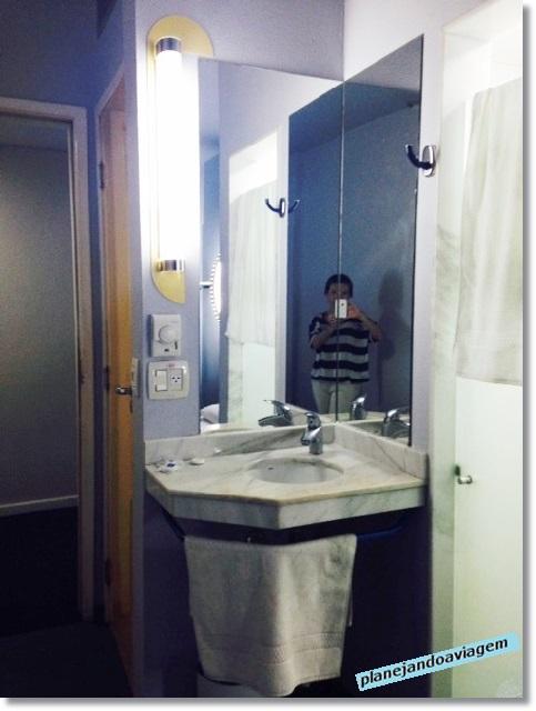 Ibis Budget Belem - quarto e banheiro