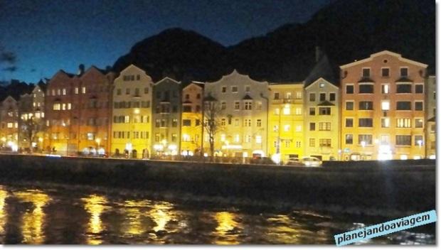 Insbruck e o Rio Inn à noite