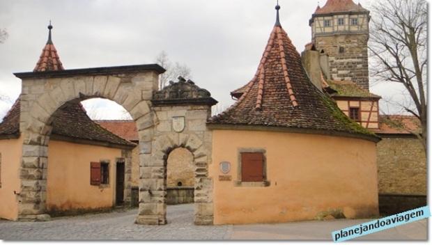 Uma das entradas da cidade medieval murada