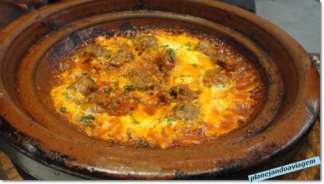 Kofte with egg tagine, prato típico do Marrocos