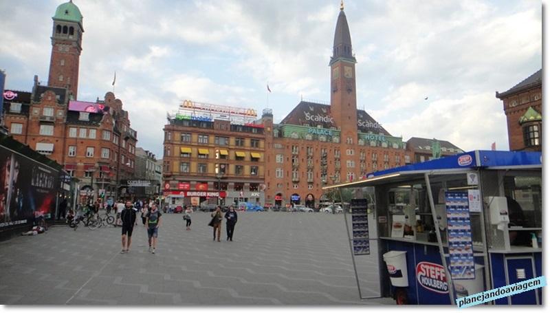 Radhuspaldsen - Praça e barraquinha de cachorro quente