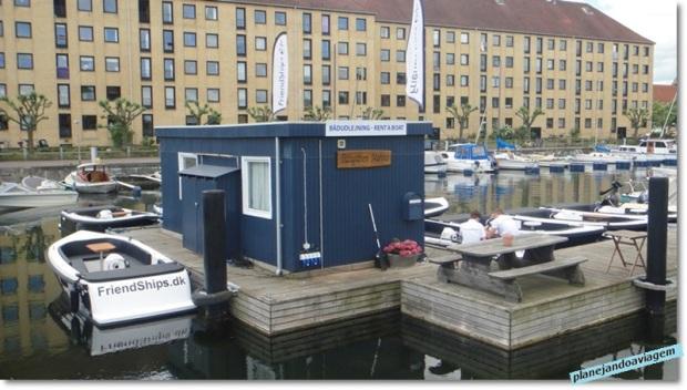 Barcos da Friendships no cais em Christianhavn, proximo ao Papiroen