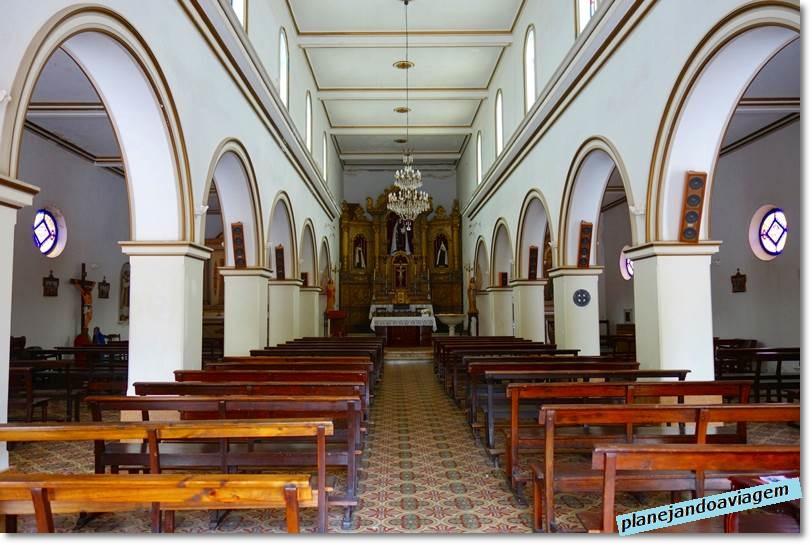 Interior do Santuario del Carmem na Plaza Artigas em Carnelo