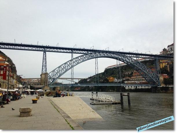 Porto Turistico com Ponte Ponte Luis I ao fundo no Porto