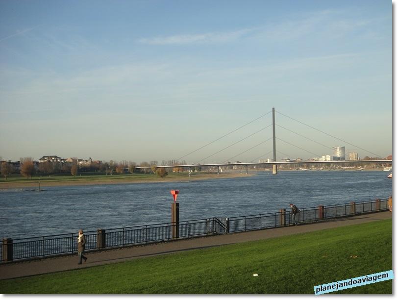 Margens do Rio Rhine em Dusseldorf