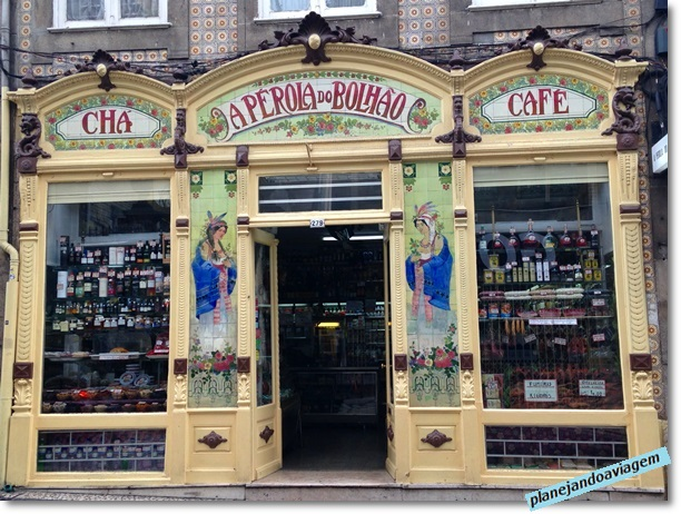 Loja com fachada antiga proximo ao Mercado do Bolhao no Porto