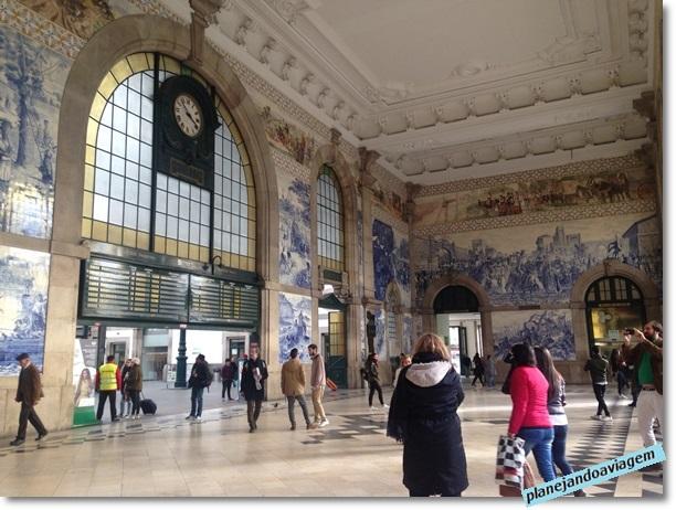 Estação ferroviária de São Bento - e seus incríveis azulejos - no Porto