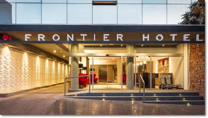 Fachada e Recepção Hotel Frontier em Rivera