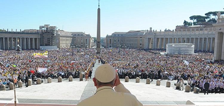 Papa Francesco celebrando audiencia Papal em Roma