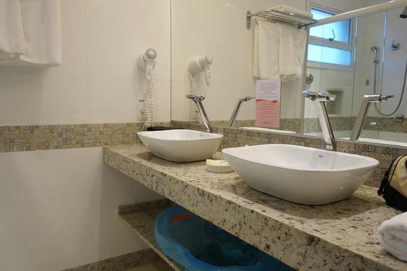 Amora Hotel - banheiro