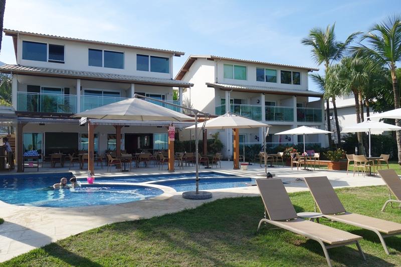 Amora Hotel - quartos com varanda, jardim e piscina