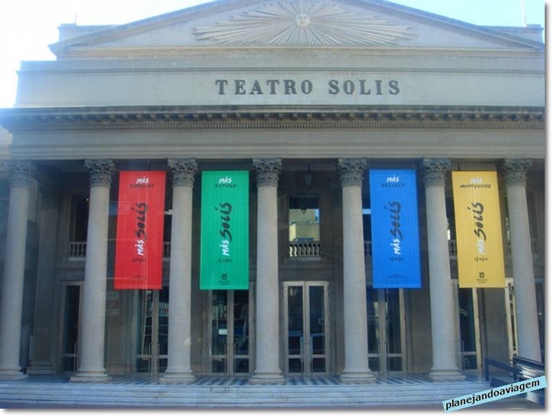 Montevideu - Teatro Solis na Plaza Independenza