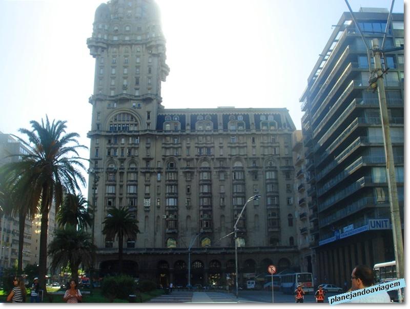 Montevideu - Palacio Salvo, na Plaza Independenza