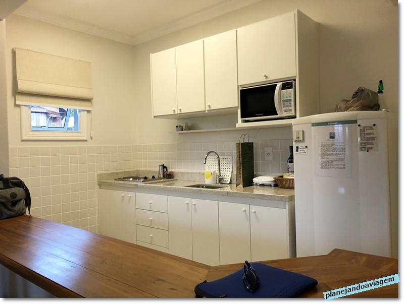 Campos do Jordao - Las Bas Suites de Montagne -Cozinha compacta conjugada com estar