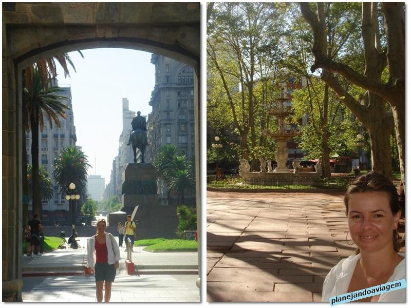 Montevideu - Puerta de la Ciudadela com Escultura e Mausoleu General Artigas ao fundo e Plaza Matriz