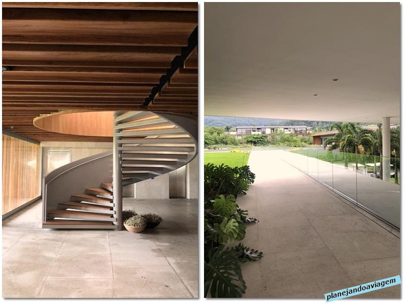 Fasano Angra do Reis - escada de acesso ao primeiro andar e corredor de acesso ao quartos